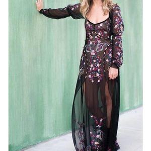 Ester Embroidery Maxi Dress in Noir